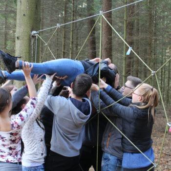 Wirtschaftsakademie – Teamtraining schweißt zu Beginn des Akademiejahres die Teilnehmer zusammen.