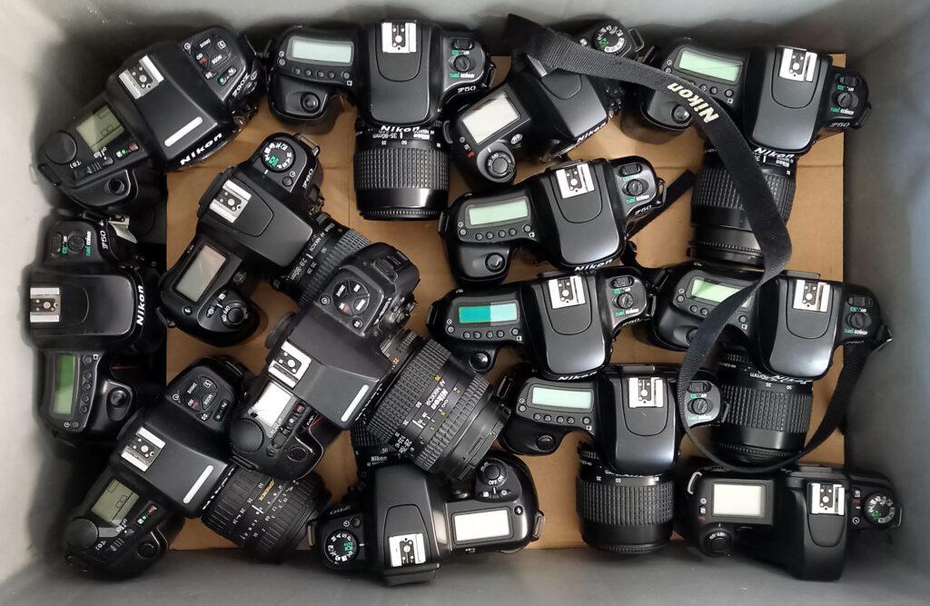 70 ausgemusterte analoge Nikon-Spiegelreflexkameras bekam das Museum als Spende